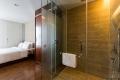 1brdlx-bedroom-bathroom-02